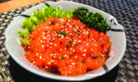 Salmone tritato con olio di sesamo