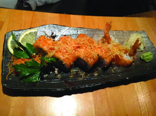 Gambero fritto, avocado, salmone crudo all'esterno